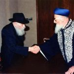 הרב מרדכי אליהו – סנדק דרך אגרות קודש